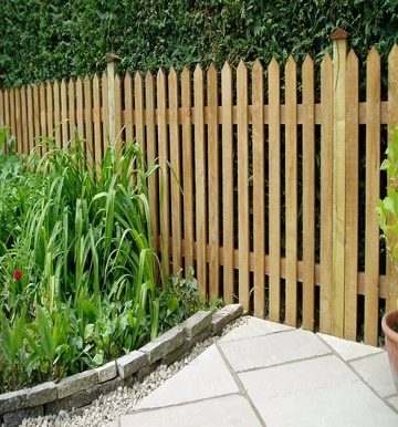 rsz_1timber_picket_fencing_2